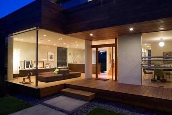 les grandes baies vitres sont typiques des maisons modernes et contemporaines